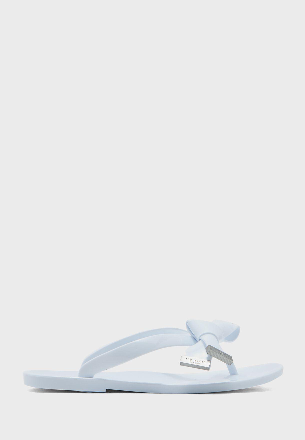حذاء بنمط ثونغ