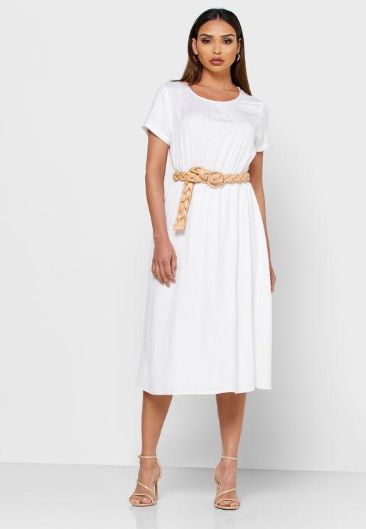 فستان مطرز باكمام قصيرة