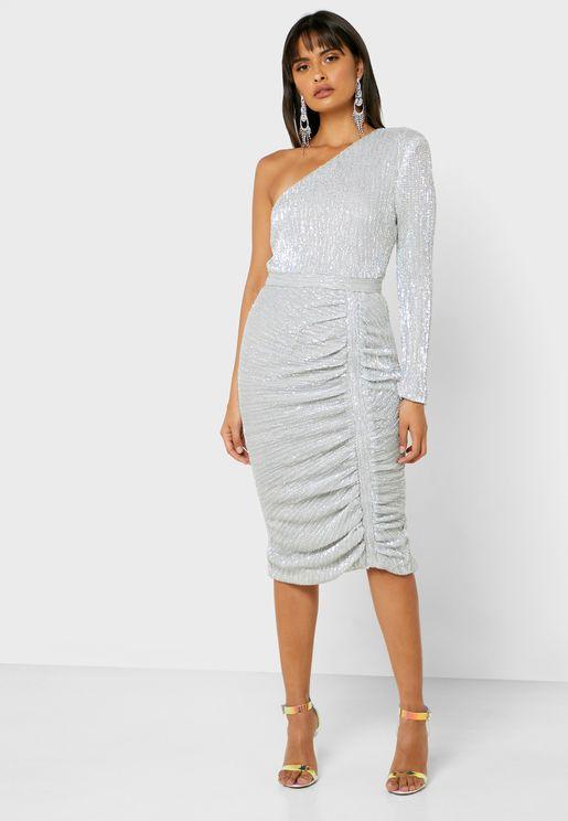 فستان بكتف واحد ومزين بالترتر