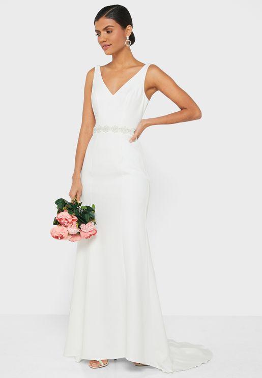 فستان عروس مزين بياقة V