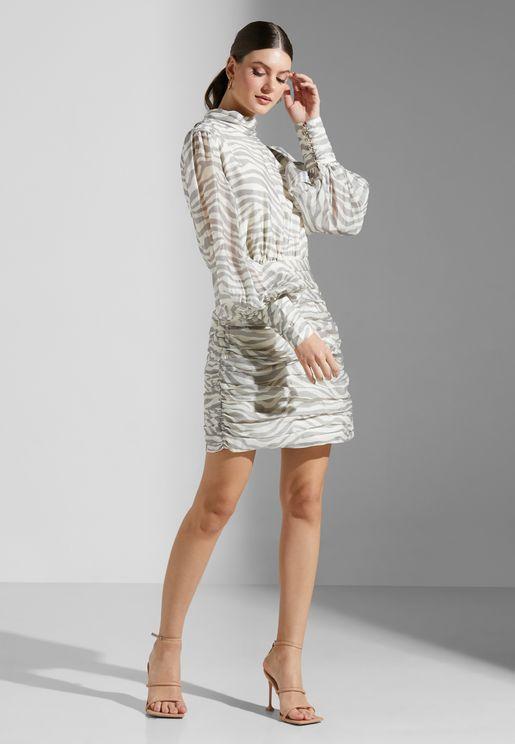 فستان مطبع بياقة مرتفعة