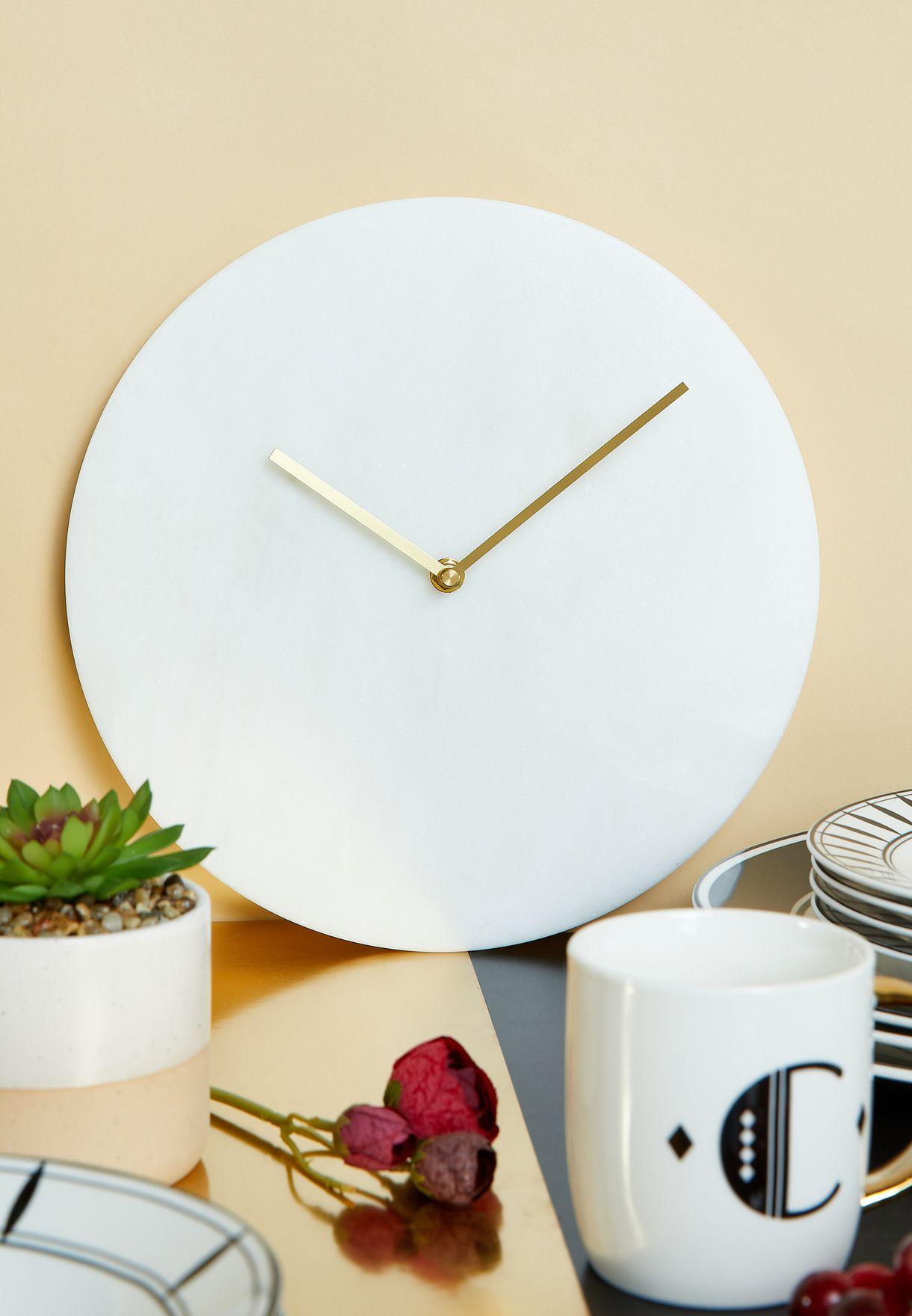 ساعة حائط مستديرة