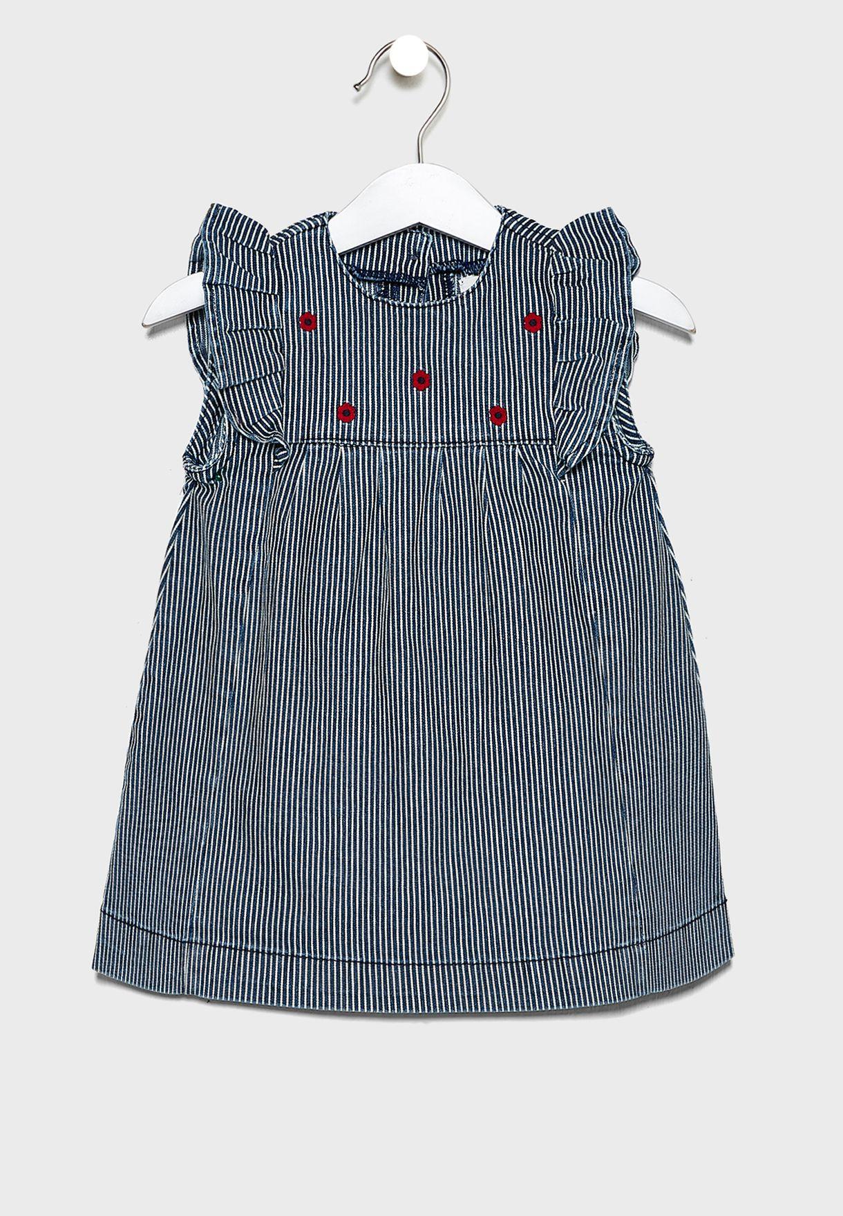 فستان مكشكش ومخطط بطبعات ازهار