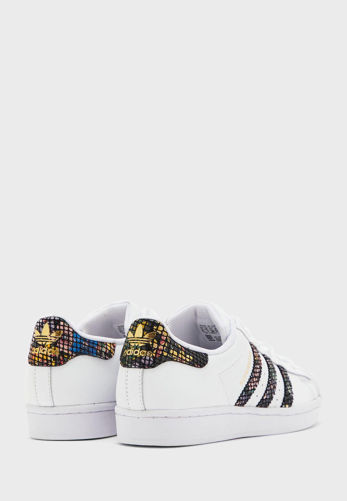 حذاء سوبرستار