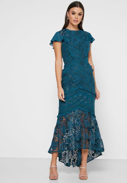 فستان باطراف كشكش