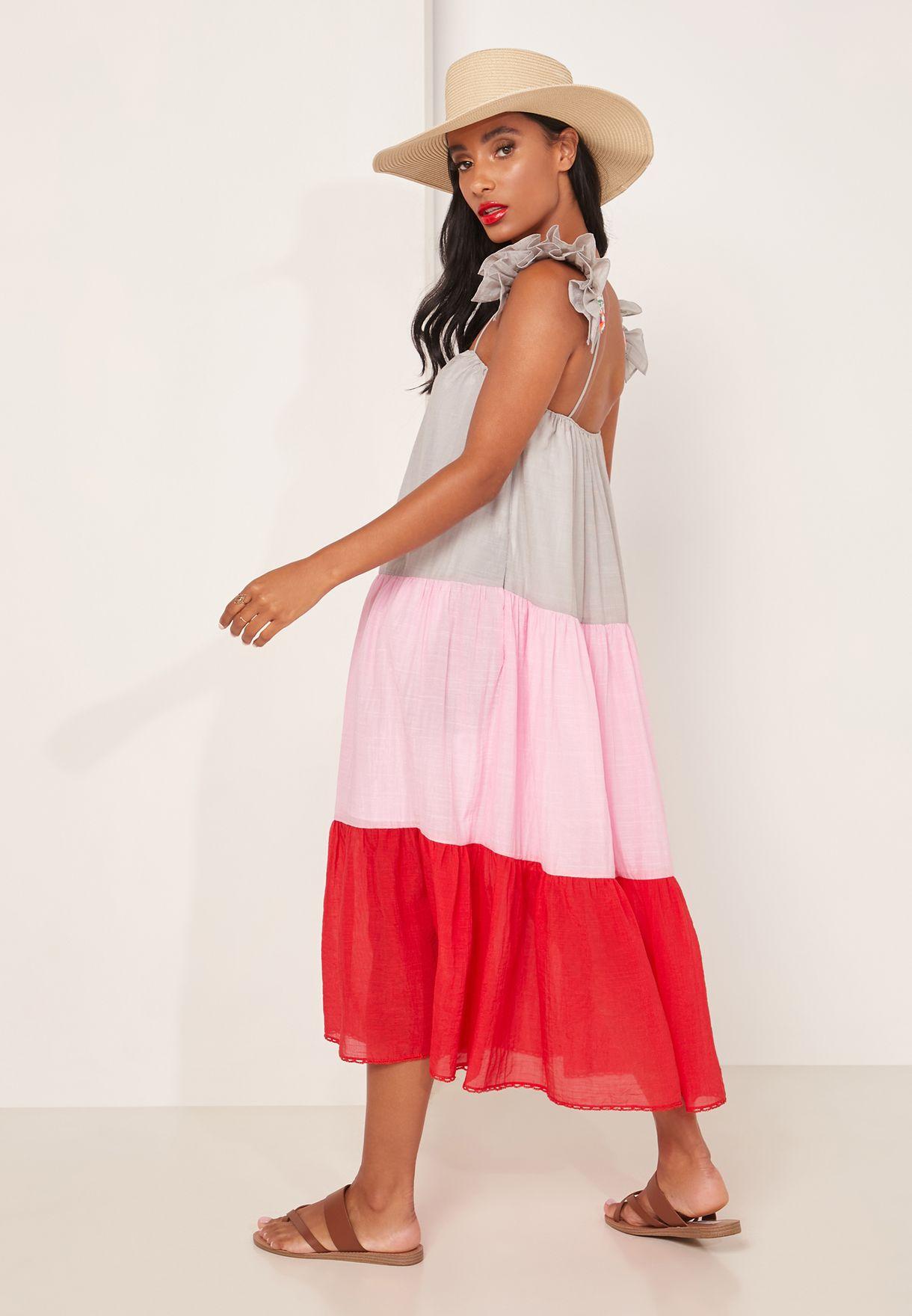 فستان بحمالات مزين باللؤلؤ