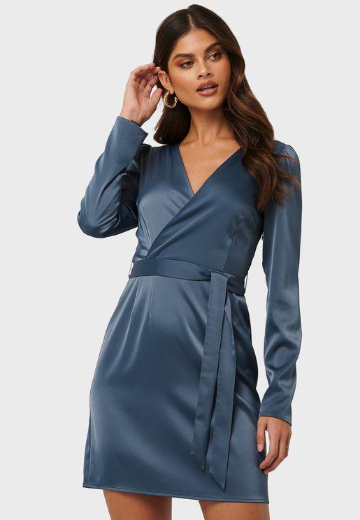 فستان ساتان بأربطة خصر
