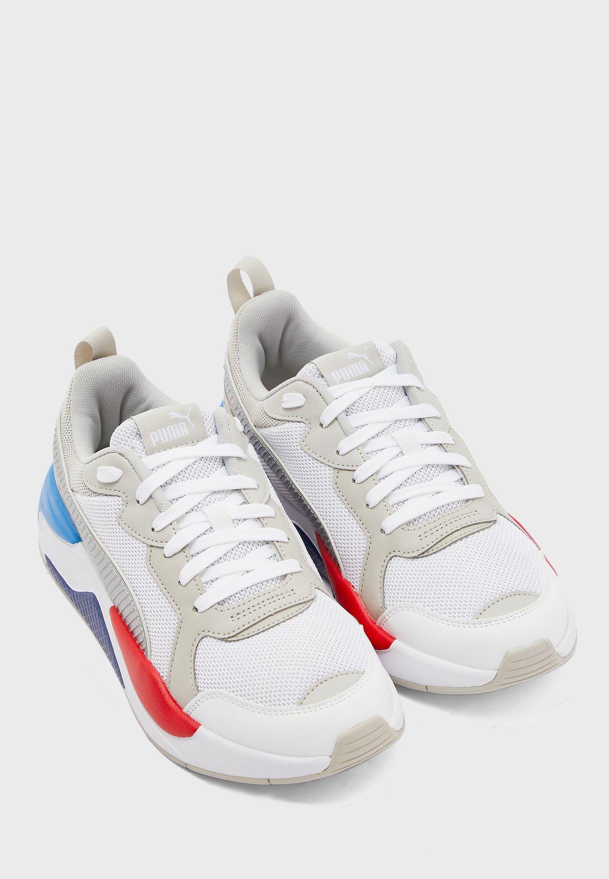 حذاء من مجموعة بي ام دبليو