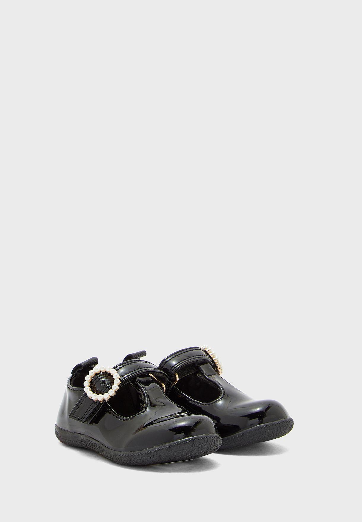 حذاء مرصع