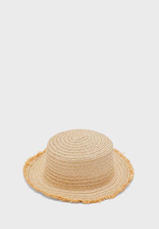 قبعة قش بحافة غير مدروزة
