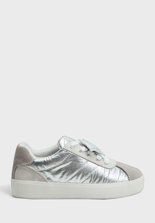 حذاء سنيكرز لامع