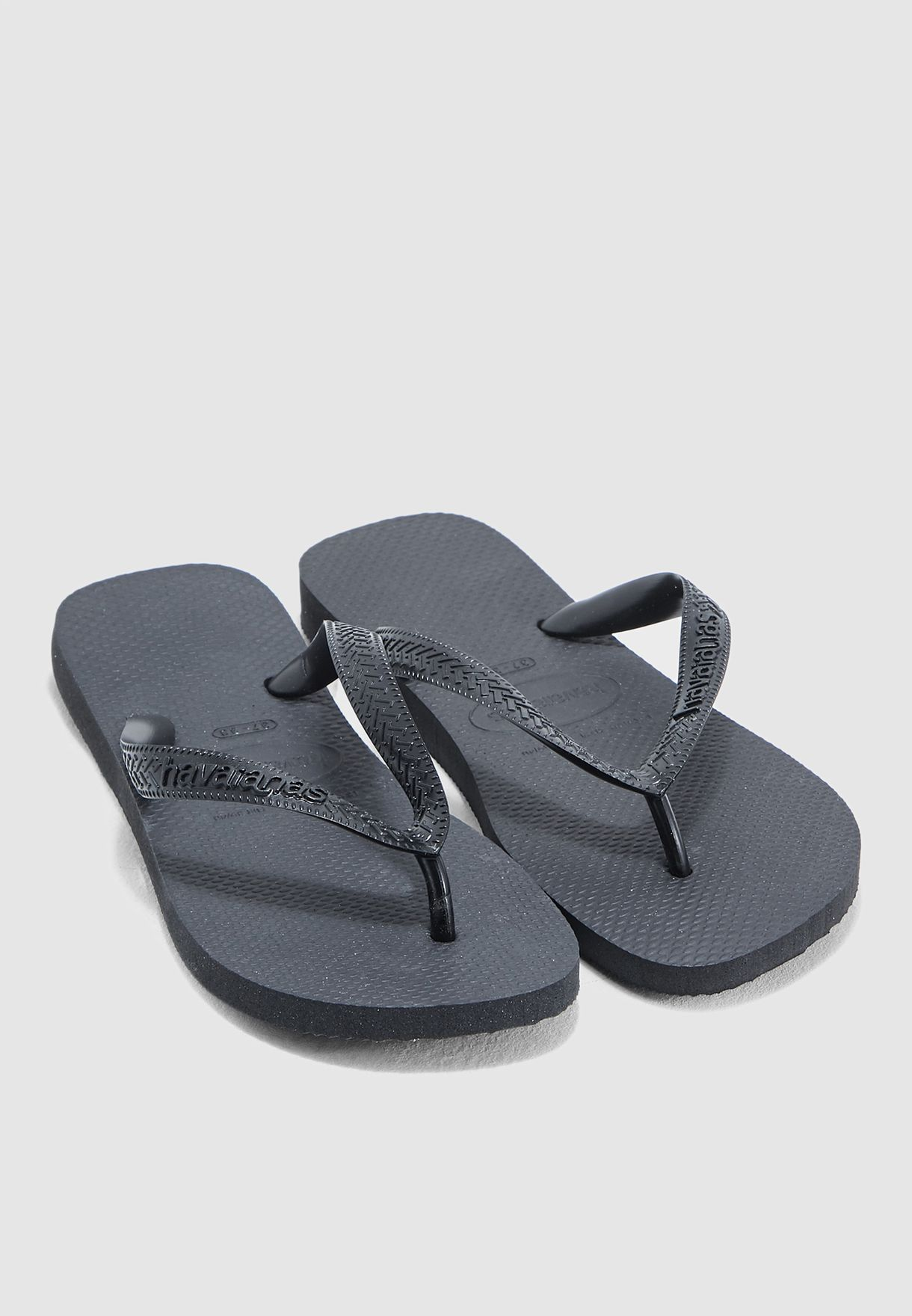 59b257ed3c0b Shop Havaianas black Top Fashion Flip Flop 4000029 for Women in ...