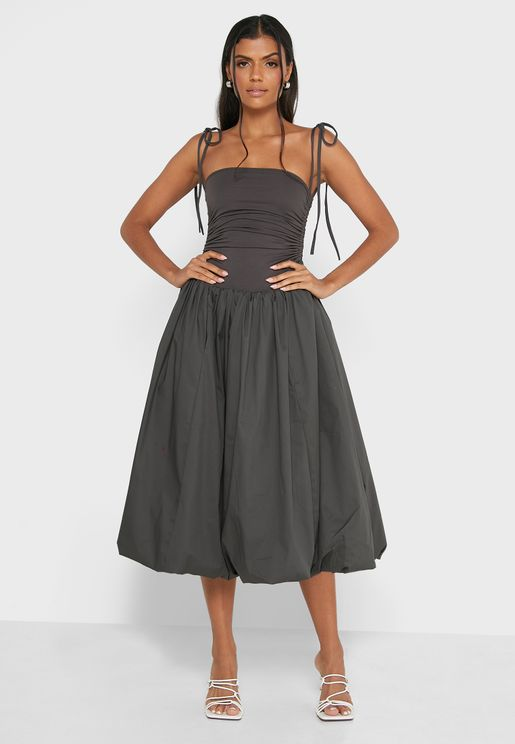 فستان بنمط باندو