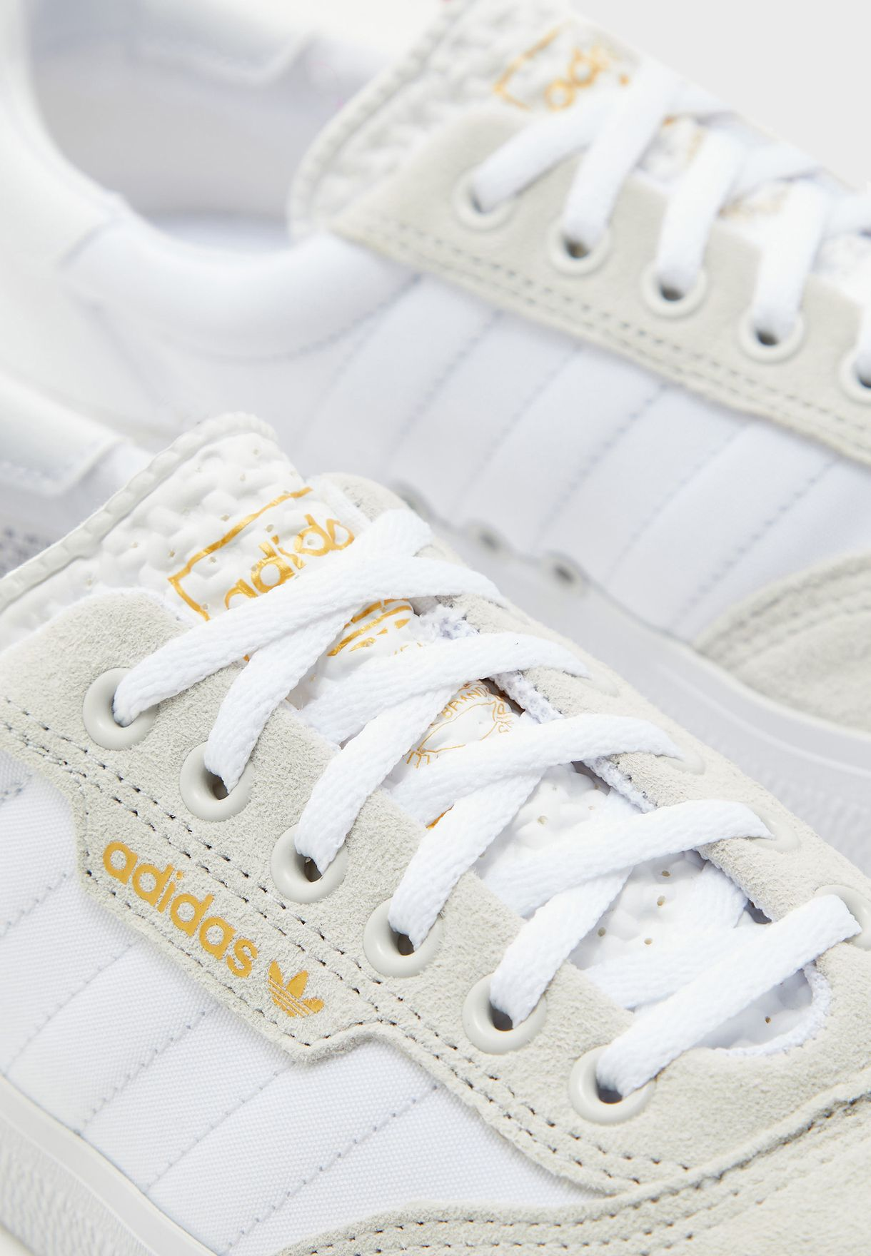 حذاء 3 ام سي