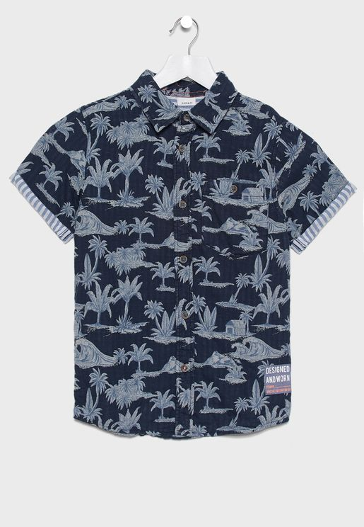 قميص بطبعات نخيل وشاطئ