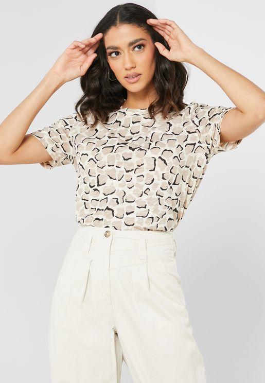 Emily Giraffe Print T-Shirt