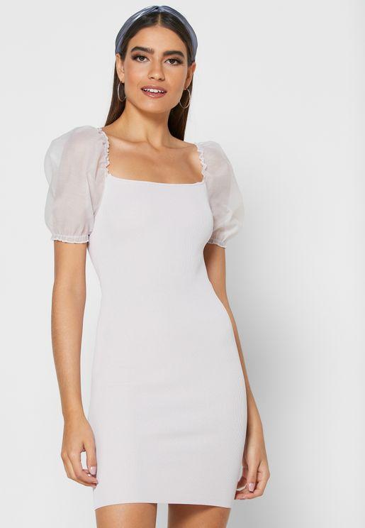 فستان شبكي بأكمام منفوشة