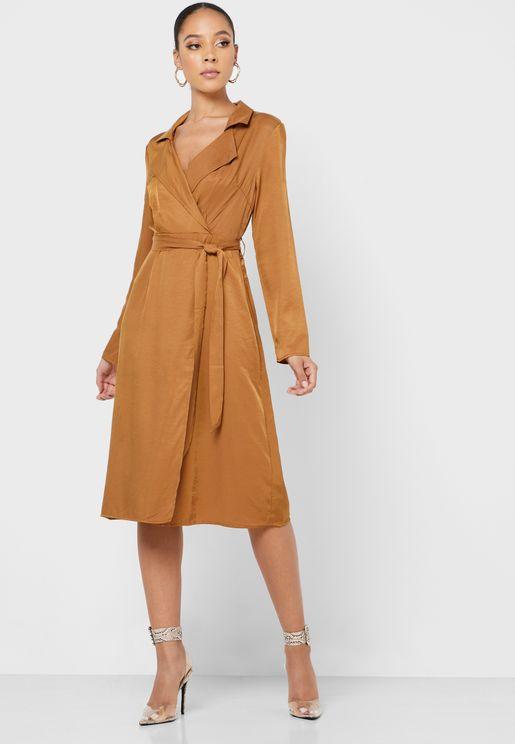 فستان بياقة واسعة و حزام