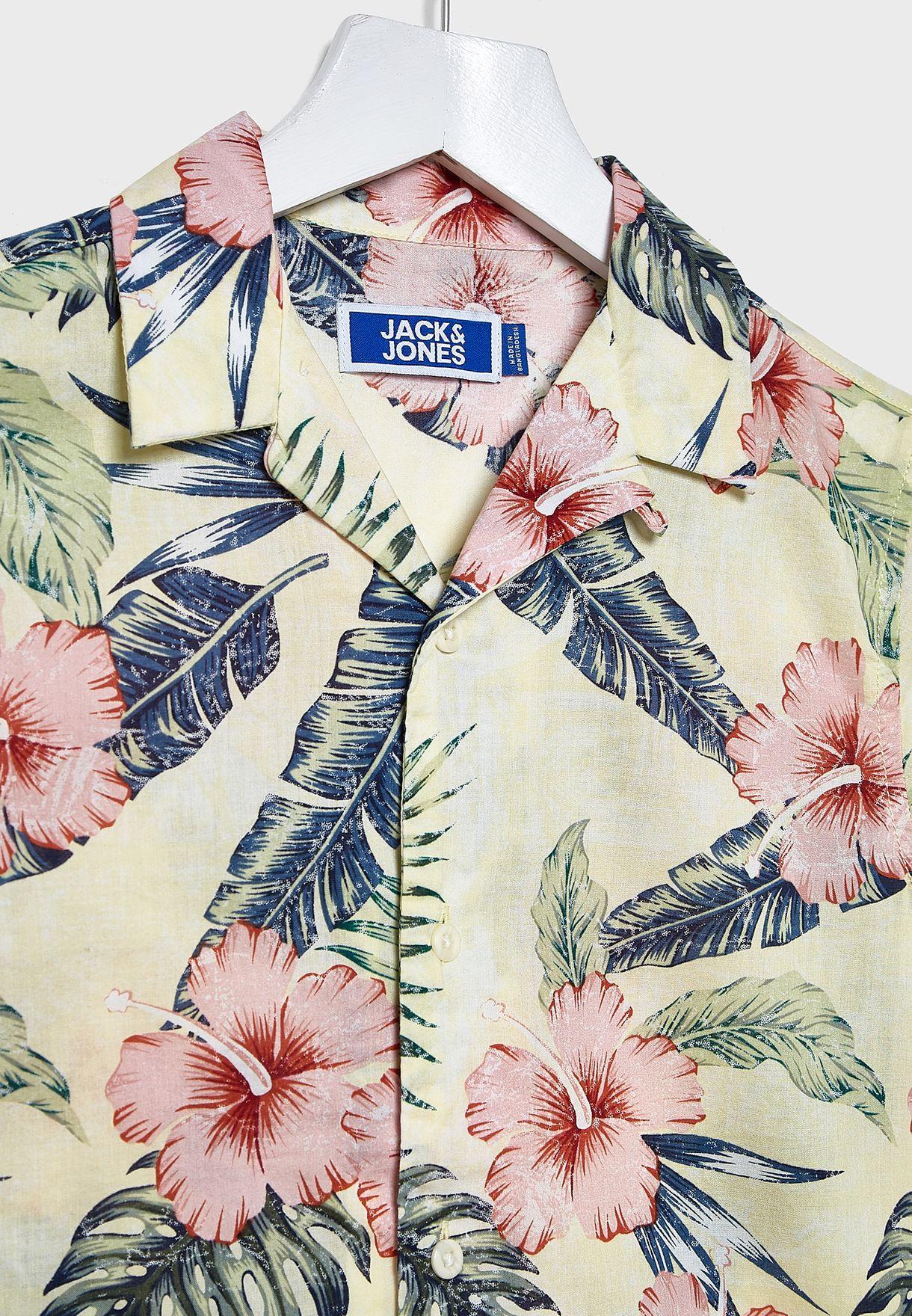 قميص بطبعات اوراق اشجار