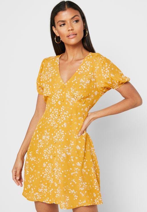 فستان بطبعات ازهار صغيرة