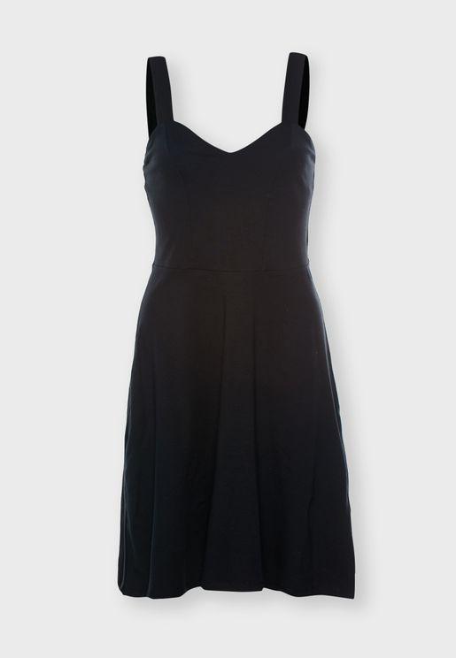 فستان بياقة قلب ذو تنورة واسعة
