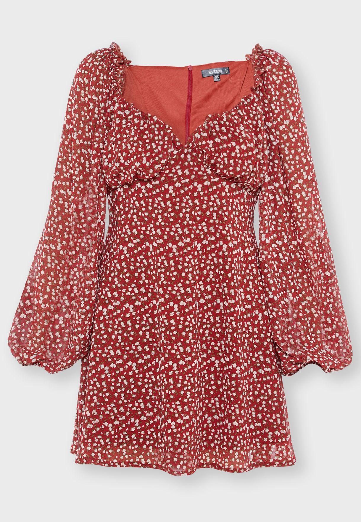 فستان بياقة قلب وطبعات ازهار صغيرة