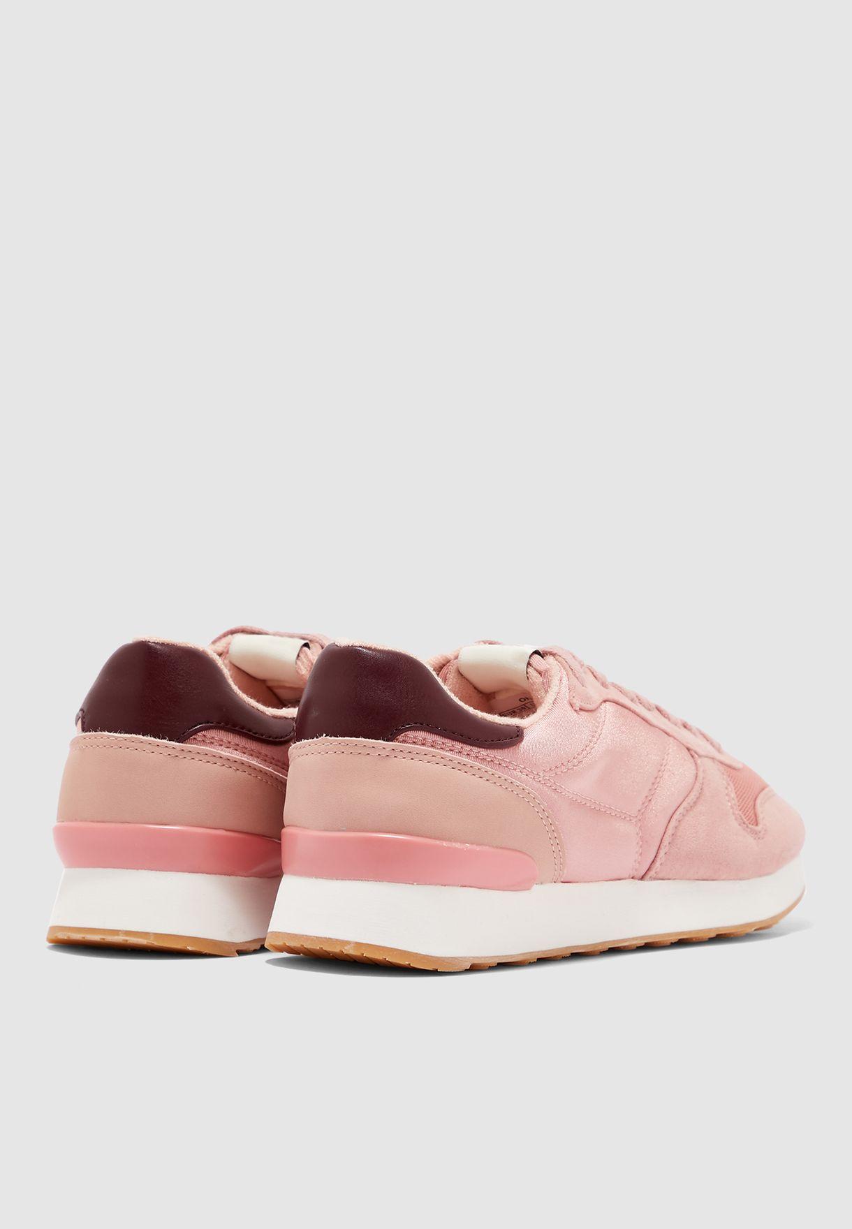 حذاء سنيكرز بطبقات شمواه