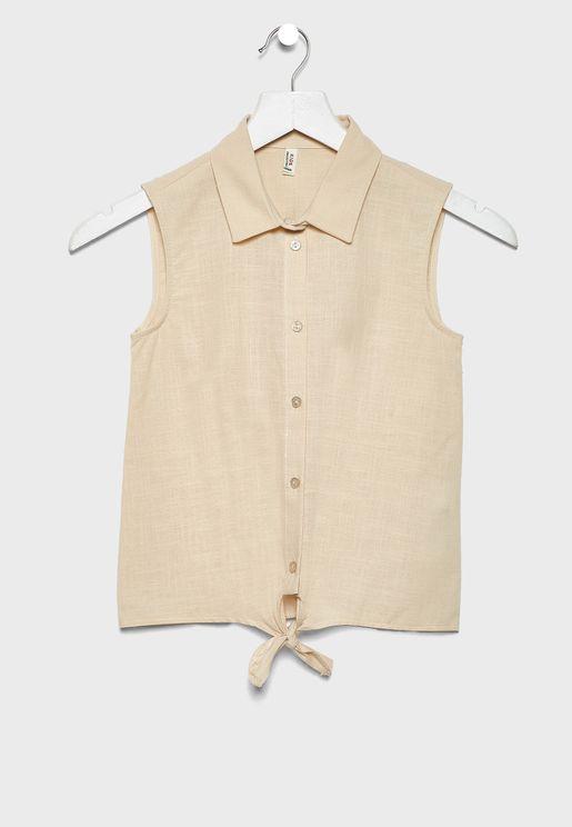 قميص باربطة في الامام