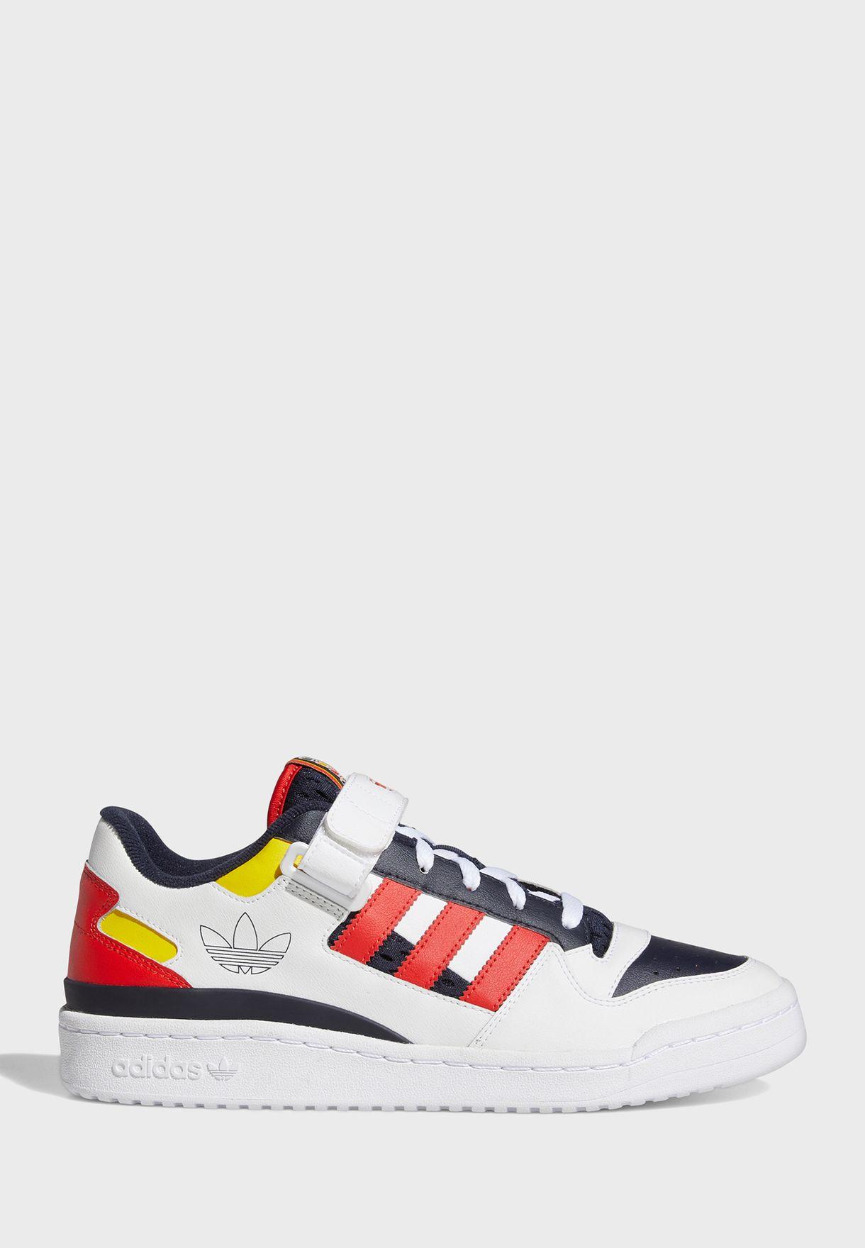 حذاء فوروم لو