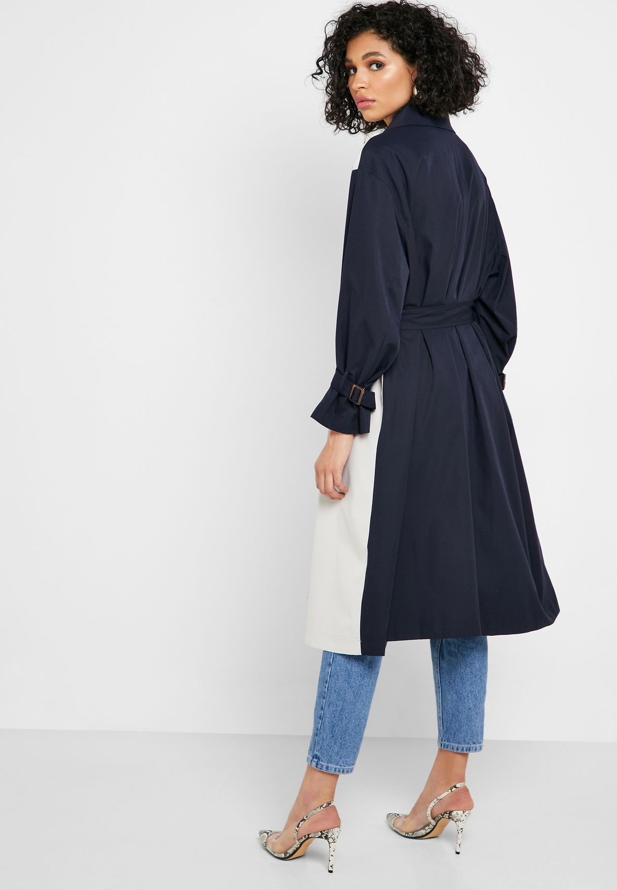 معطف بنمط كتل الالوان مع حزام