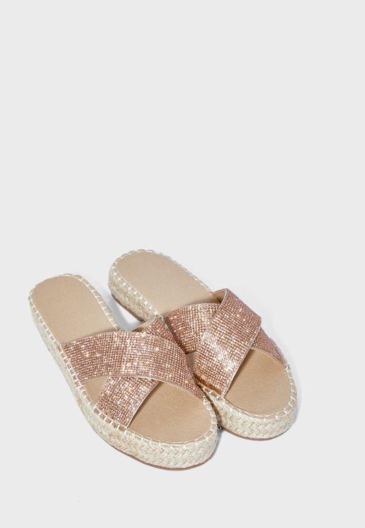 حذاء ميتاليك بكعب صغير