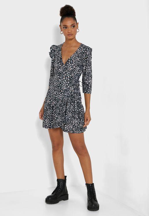 فستان لف بأطراف مكشكشة