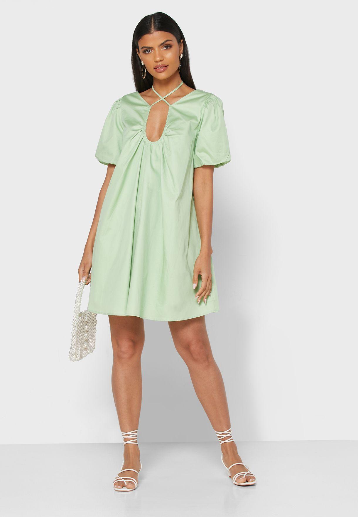 فستان ميني بياقة واسعة