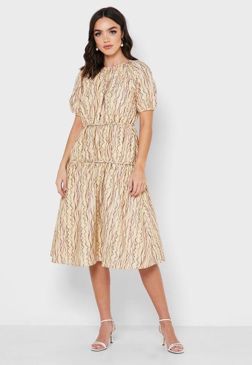 فستان مخطط متعدد الطبقات