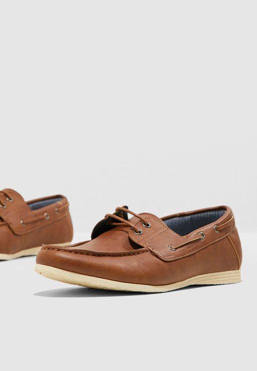 حذاء كاجوال بأربطة علوية