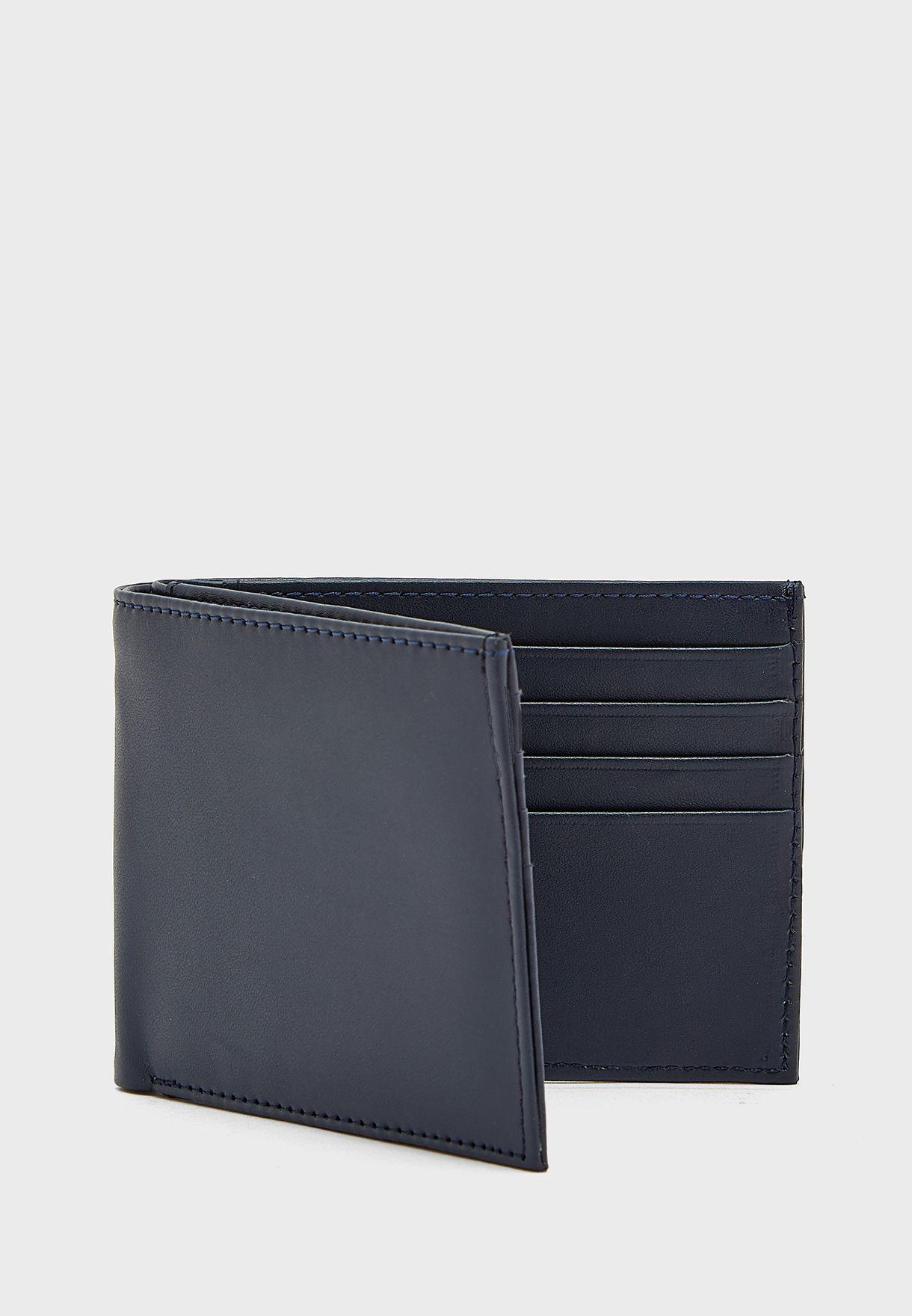 محفظة وحافظة جواز السفر
