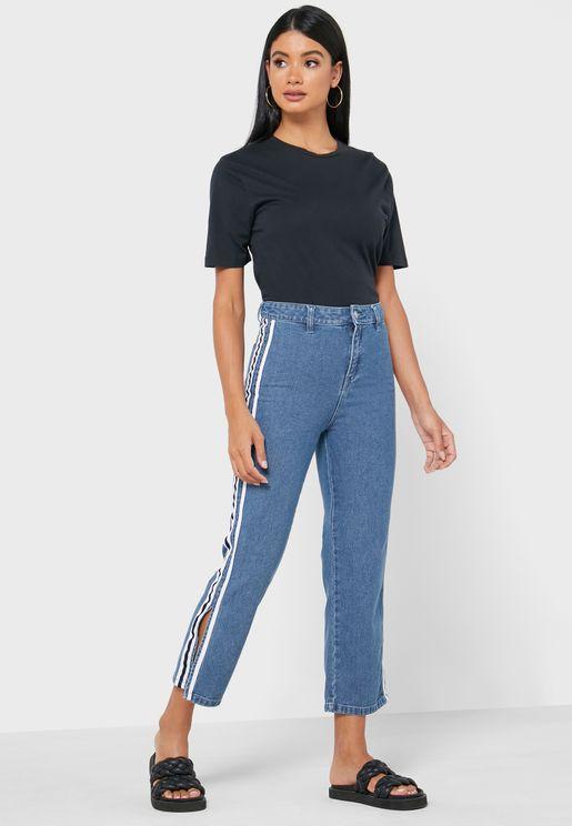 جينز بشقوق جانبية ملونة