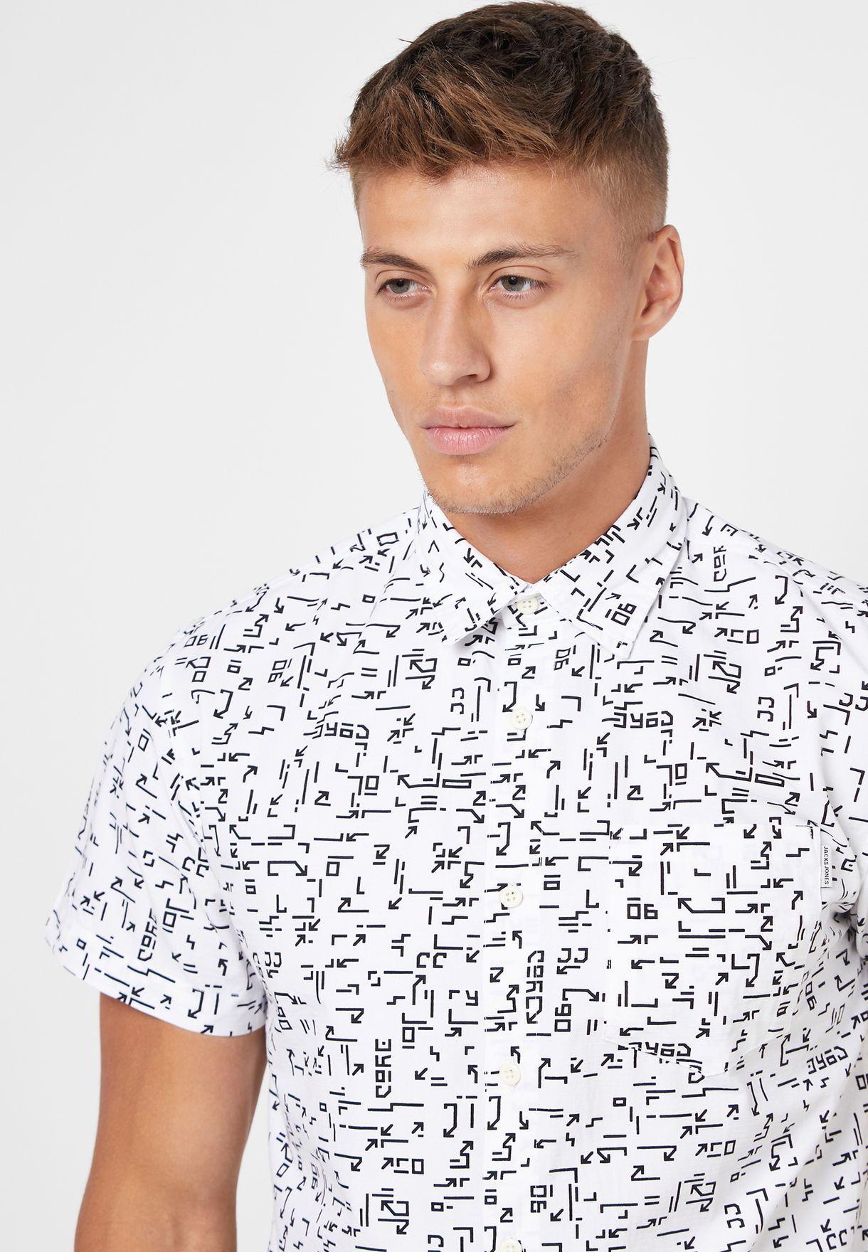 قميص مطبع بجيب