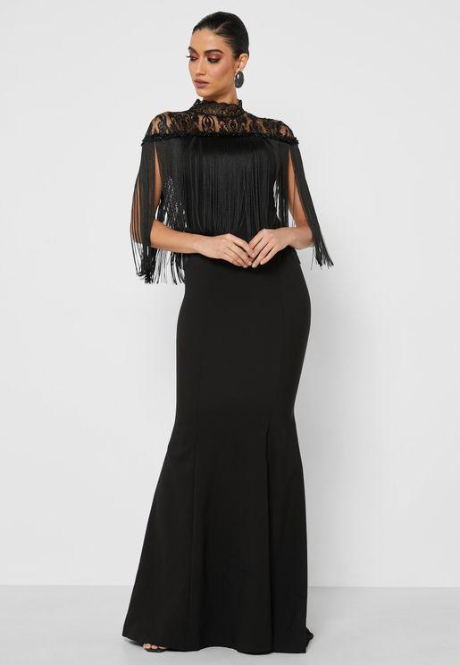 فستان مزين بدانتيل وشراشيب