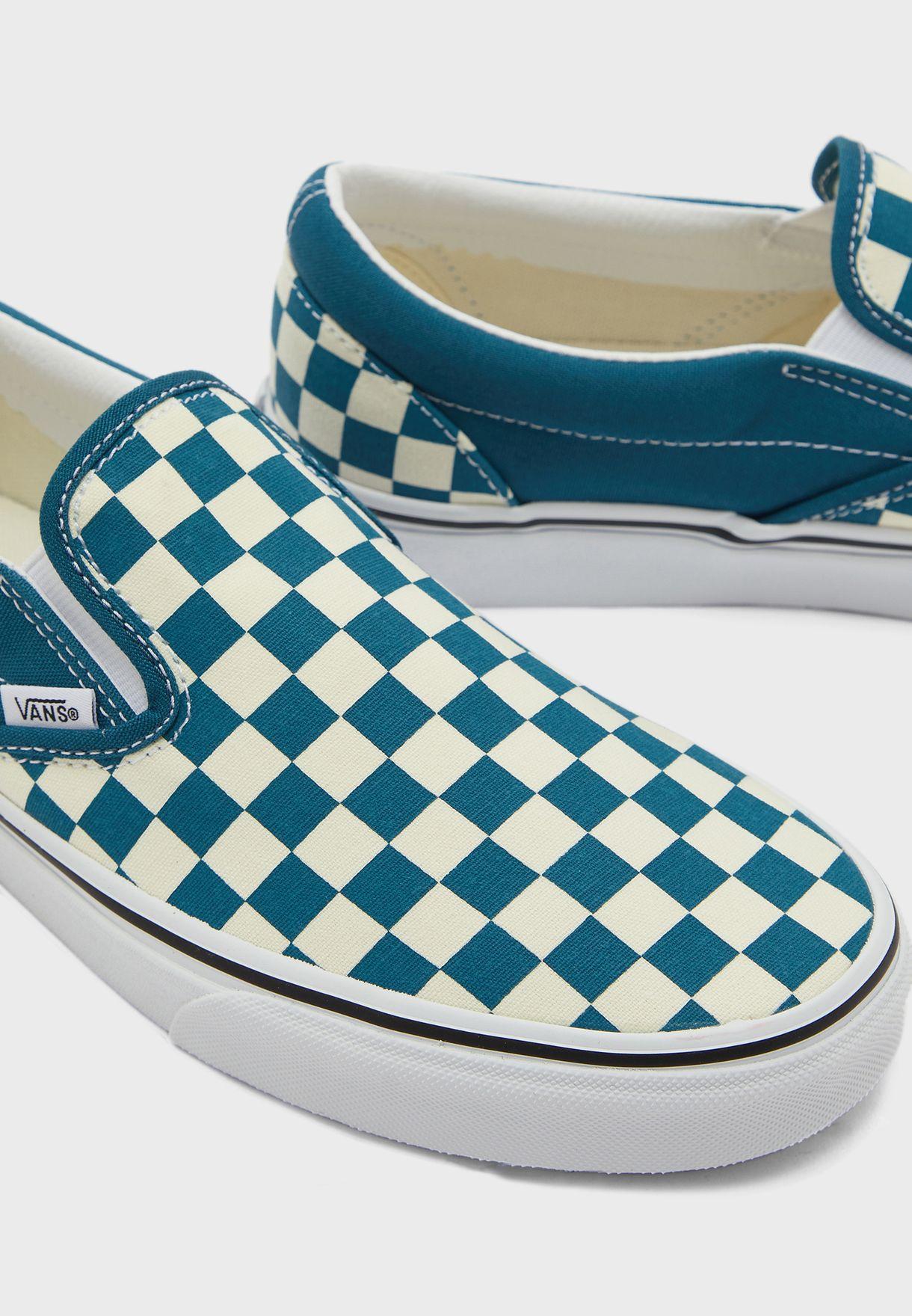 حذاء بطبعة مربعات