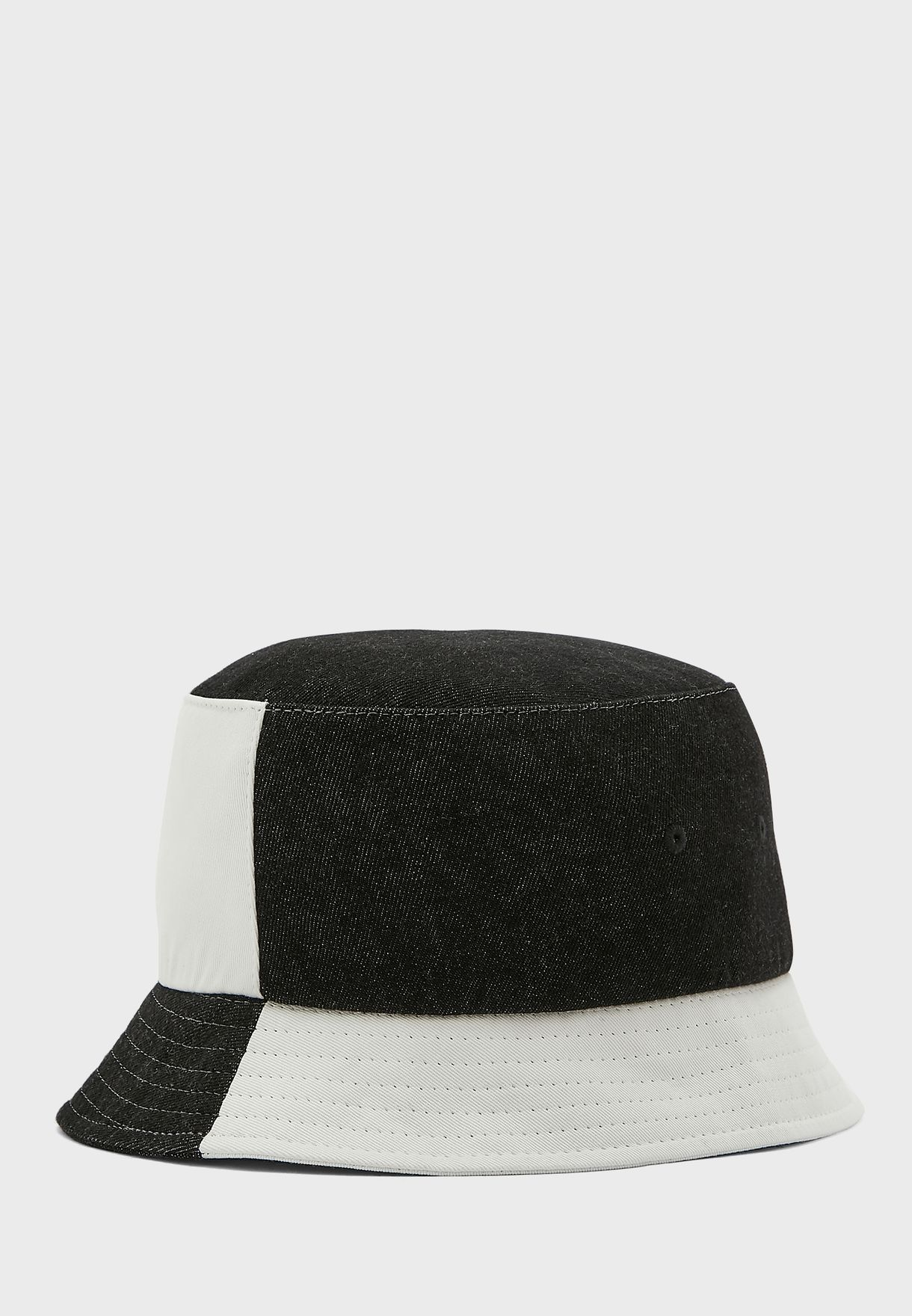 قبعة بنمط كتل الالوان