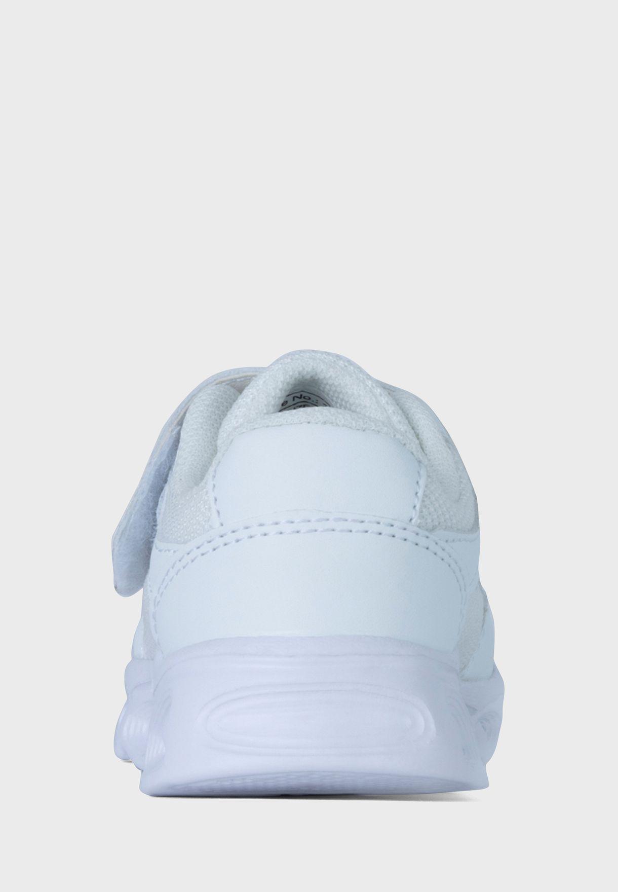 حذاء سنيكرز بينيلوبي