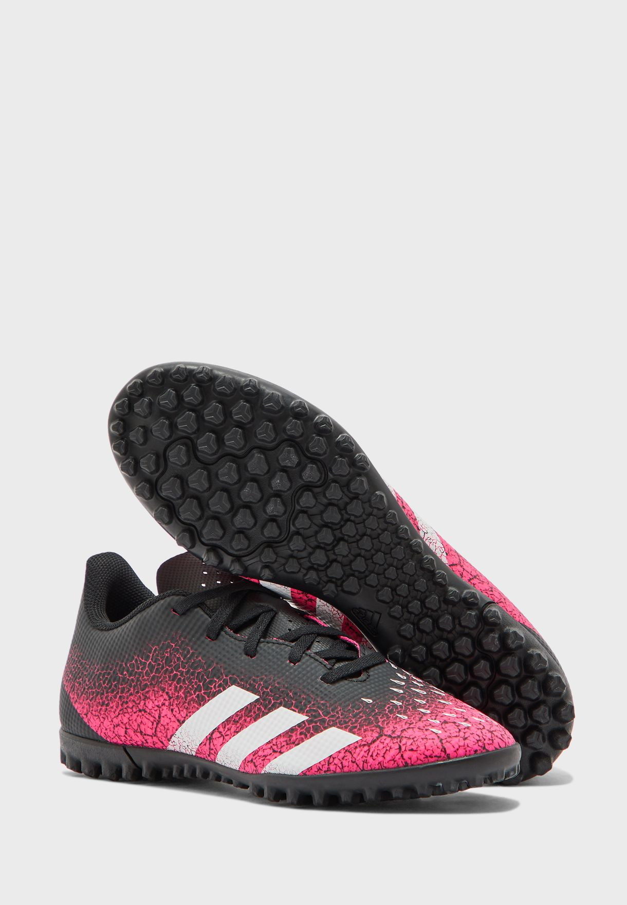 حذاء بريديتور. للاسطح العشبية