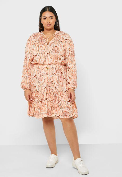 فستان مطبع باطراف دانتيل واربطة خصر