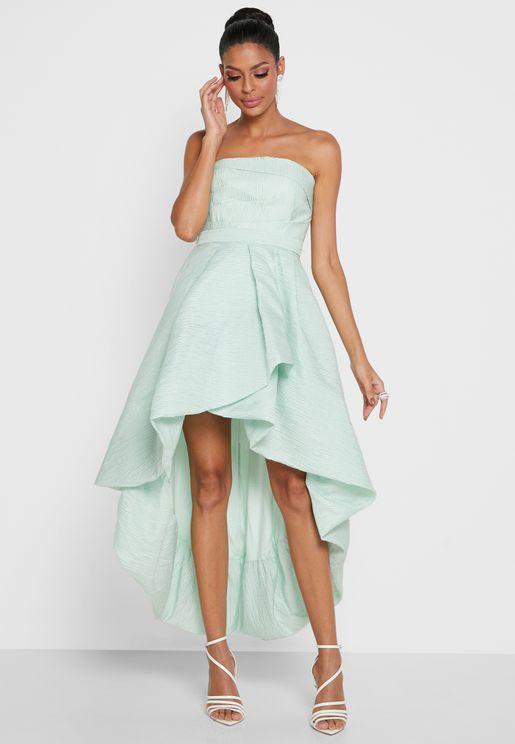 فستان بلا اكمام مع اطراف متباينة