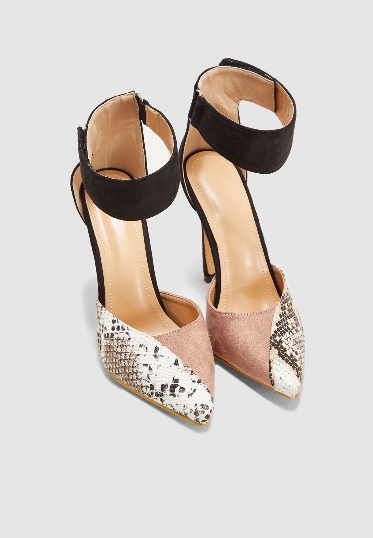 حذاء شامواه بمقدمة مدببة