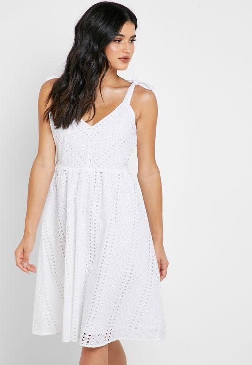 فستان بأربطة كتف