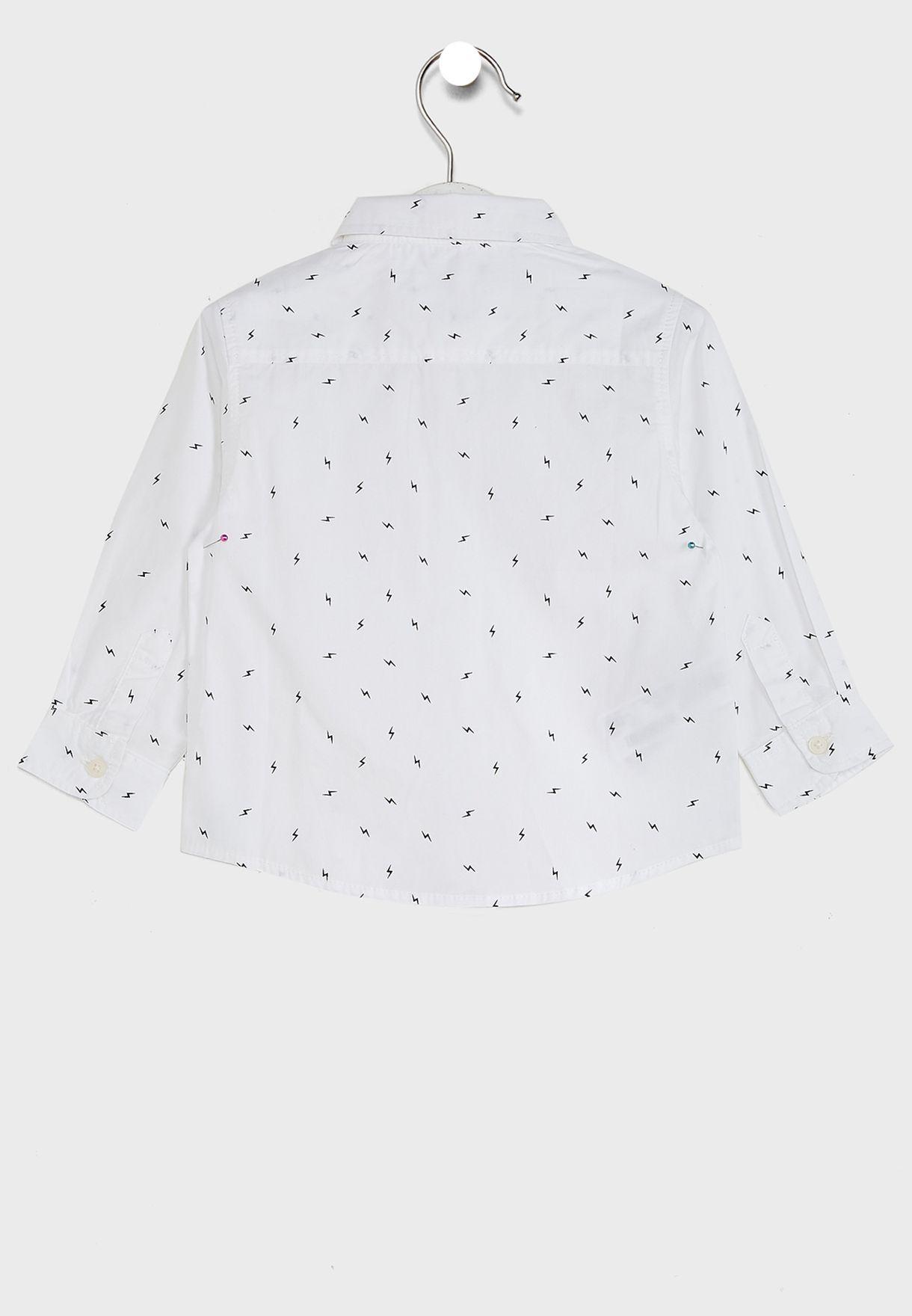 قميص بطبعة صاعقة