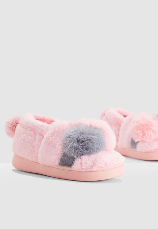 حذاء فرو مزين بكرات بوم بوم