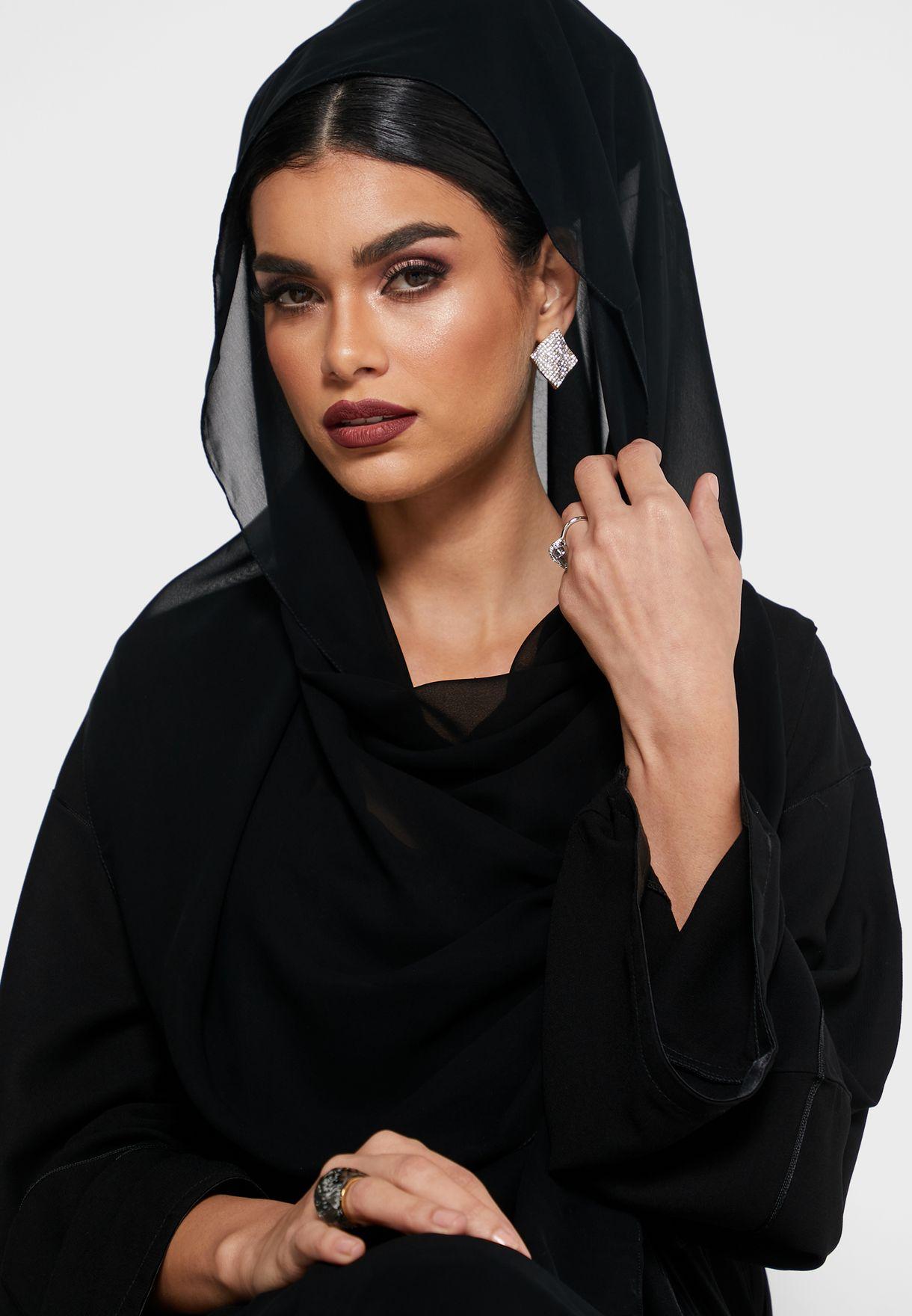 عباية مرصعة بترتر